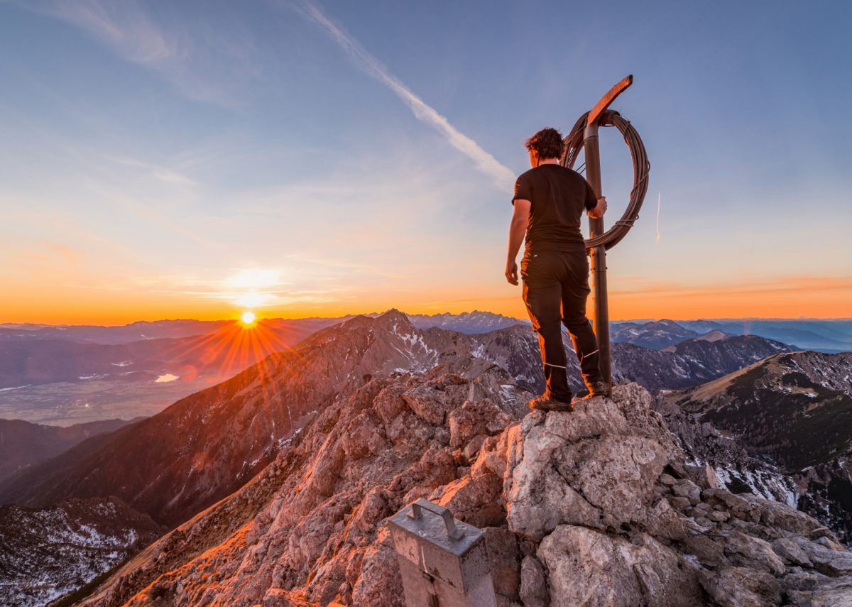 man-on-top-of-the-mountain-symbolizing-the-pros-of-a-good-user-experience